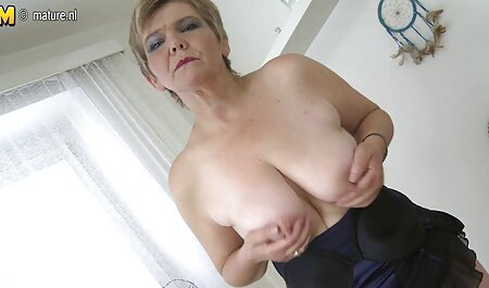 सेक्सी, पतला चिका क्लिटोरिस पर एक भेदी के साथ एक आदमी के साथ चुदाई सेक्सी वीडियो मूवी हिंदी में