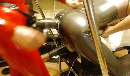 रसोई में सफाई करती एक युवा नौकरानी सेक्सी बीएफ वीडियो फुल मूवी अपनी बालों वाली चूत को सहलाती है