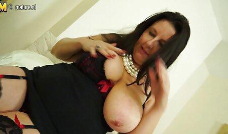 सुंदर आबनूस लड़की कुशलता से सेक्सी वीडियो फुल फिल्म एक काला डिक बेकार है