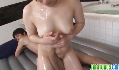 Cuties एक शो में स्टार और स्ट्रिप राजस्थानी सेक्सी मूवी वीडियो कार्ड खेलते हैं