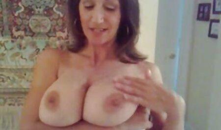 अपने पति को सेक्सी फिल्म फुल सेक्सी जगाया और उसे अंतिम वेश्या की तरह उसे चोदने के लिए कहा