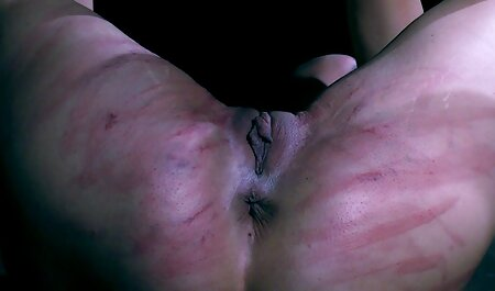 गोरा उसकी मुंडा चूत को छेड़ता है सेक्सी हिंदी वीडियो मूवी