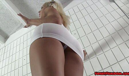 फिशनेट स्टॉकिंग्स में सुंदर महिला जुनून से हिंदी सेक्सी मूवी चलने वाली उसकी मुंडा बिल्ली को खींचती है