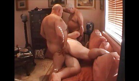 कुतिया बड़े स्तन के बीच उसे बकवास करने के लिए कहता है, और फिर कैंसर में उठ जाता है और डिक एक बड़े पैमाने पर हिंदी मूवी फिल्म सेक्सी इस वेश्या की भव्य बिल्ली में प्रवेश करता है