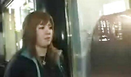 एशियाई महिला ने अपनी बालों वाली चूत को साबुन से धोया और पंजाबी ब्लू सेक्सी मूवी खुद को बाथरूम में ले गई