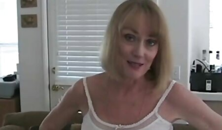 दादी जवान दामाद सेक्सी मूवी सेक्सी पिक्चर की चुदाई करती है