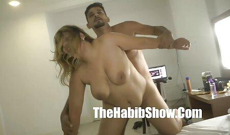 उसकी चूत सेक्सी पिक्चर मूवी हिंदी में को दबाता है, पेशाब करता है और समाप्त होता है