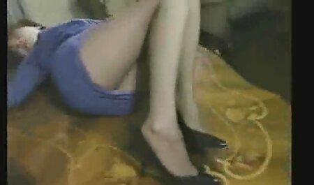 एक बहुत ही लचीली सुंदरता जोश से चुदाई करना वीडियो सेक्सी हिंदी मूवी चाहती है और इसके लिए वह अपने आप में एक कृत्रिम लिंग रखती है