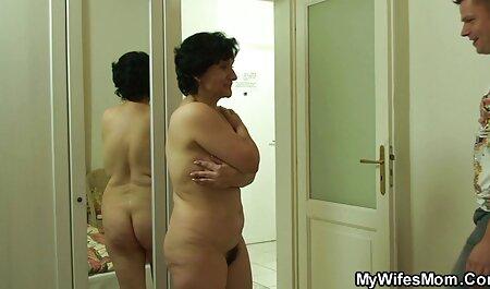 परिपक्व समलैंगिक अपनी जीभ उसकी बेटी सेक्सी फिल्म मूवी हिंदी की योनि में चिपक जाती है