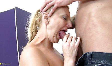 गे एक सेक्सी हिंदी वीडियो मूवी दोस्त को सहलाता है और उसके पूरे शरीर पर सह रगड़ता है