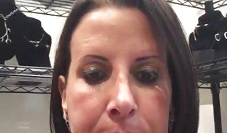 नाइट क्लब में कई लोगों द्वारा पत्नी को फुल सेक्सी मूवी वीडियो में पसंद किया जाता है