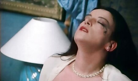 एक गर्म शरीर के सेक्सी फिल्म मूवी हिंदी साथ एक गोरा, एक आदमी के सामने घुटने टेक दिया और उसे एक मुफ्त blowjob दिया, जिससे लिंग कई बार उत्तेजित और गर्म हो जाएगा