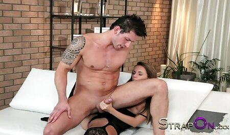 कुतिया एक पंप वाले पुरुष सेक्सी फिल्म फुल सेक्सी के शुक्राणु का स्वाद लेती है