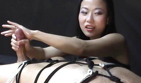लड़की इस तरह की मोहक स्थिति में खड़ी है, तो आपको अपने लिंग को उसके छेद में गहरा करने और छीलने की ज़रूरत है सेक्सी मूवी हिंदी मूवी ताकि उमस भरी प्यारी कराहें और अवर्णनीय खुशी के साथ चिल्लाएं