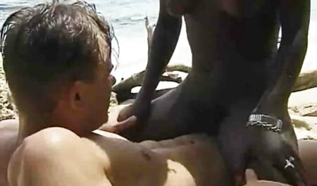 कुतिया इंग्लिश हिंदी सेक्स मूवी अपनी उंगलियों से उसकी चूत का हस्तमैथुन करती है