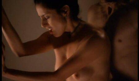 कास्टिंग में गोरा टैबलेट को देखता है और सेक्सी फुल फिल्म निर्देशों का पालन करता है