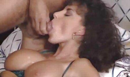 लेस्बियन ने अपने दोस्त को बहकाया और उसे स्ट्रैपआन के साथ सेक्सी मूवी सेक्सी पिक्चर गड़बड़ कर दिया